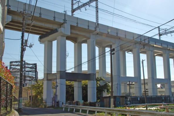 小田急線高架橋耐震補強設計の写真
