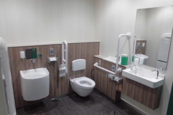 多摩都市モノレール(株)高松駅旅客トイレ改修設計・監理の写真